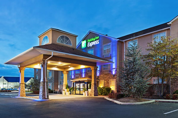 Holiday inn express alcoa tn knoxville weddings for Small towns in tennessee near knoxville